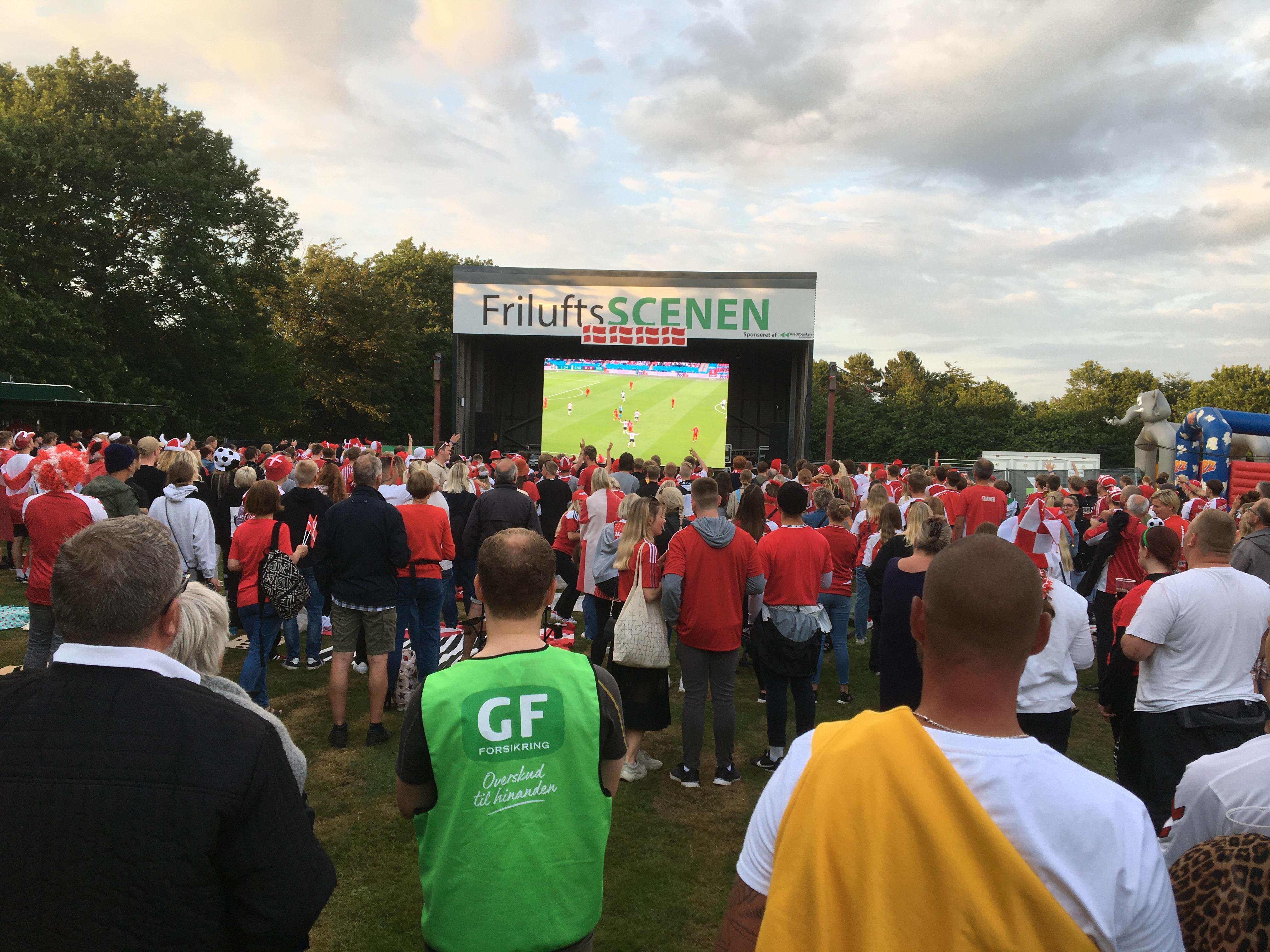 Forventet femcifret overskud: Fodbold på storskærm var en succes